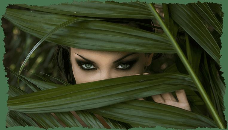 Femme cachée plante routine beauté