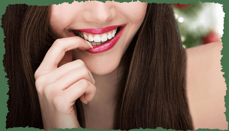 Femme belles lèvres soin visage