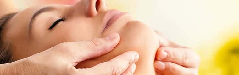massage menton visage femme