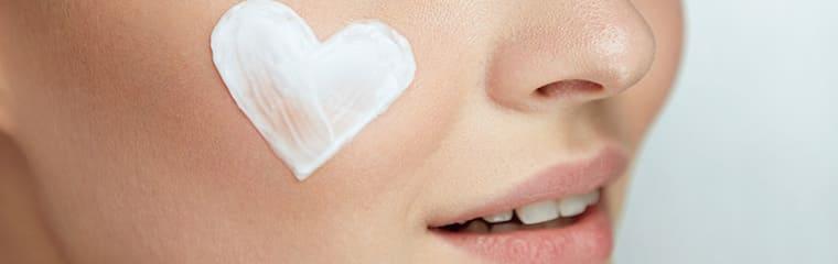 Peau lisse crème coeur visage
