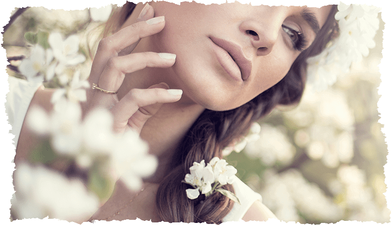Femme nettoyer sa peau printemps