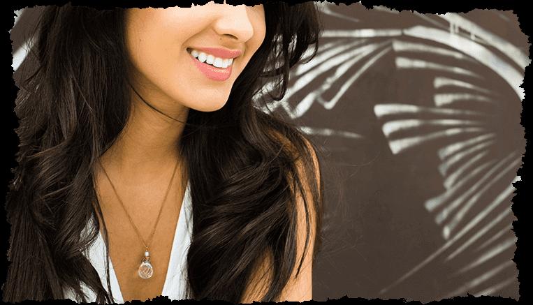 Femme grain de peau visage fond graffiti