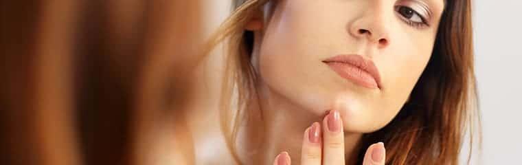 visage femme nettoyer pores peau