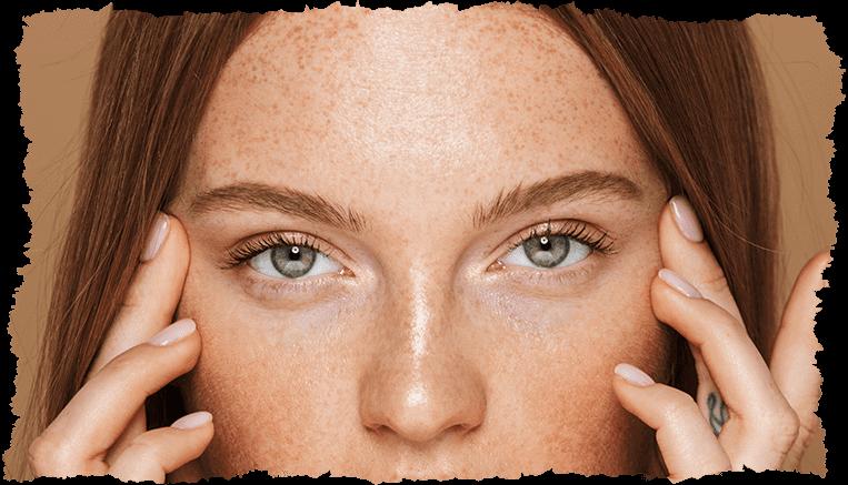 Visage femme yeux vert peau mixte
