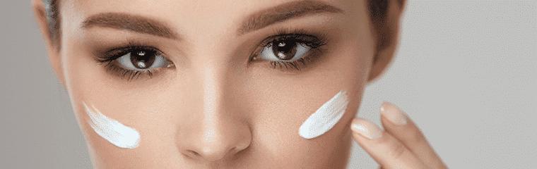 visage femme trace crème joues
