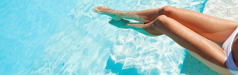 Jambes femme piscine