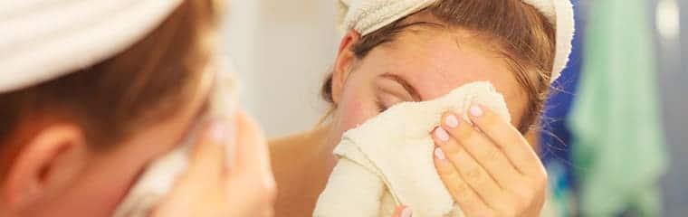 nettoyer visage serviette bain