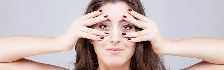 femme yeux mains yoga