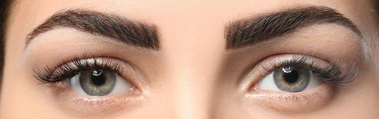 yeux femme sourcirls naturels