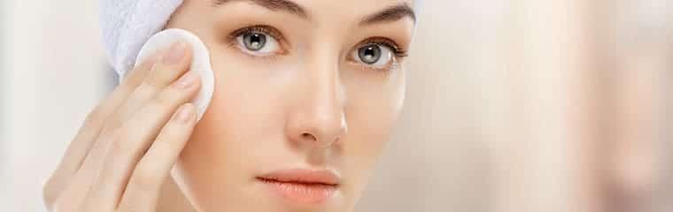 femme nettoyage visage elimination toxines