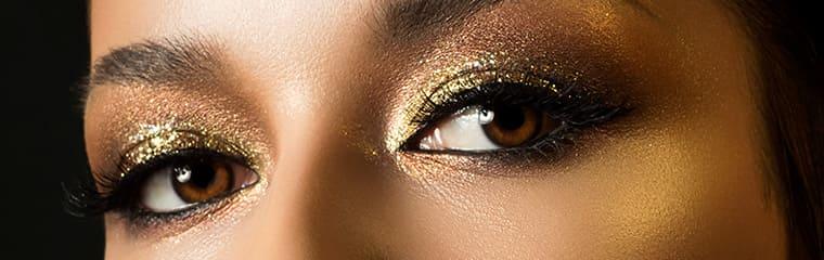 yeux marron femme fard paillettes