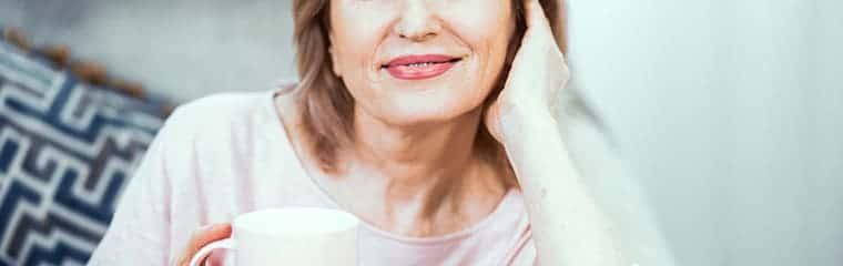 femme ménopause café peau fine