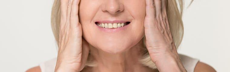 visage peau mature sourire femme