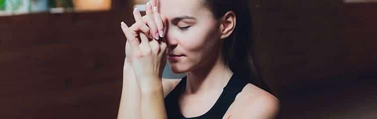 pose yoga facial visage femme