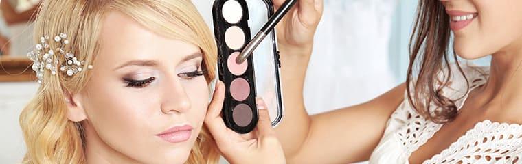 femme maquillage palette couleurs
